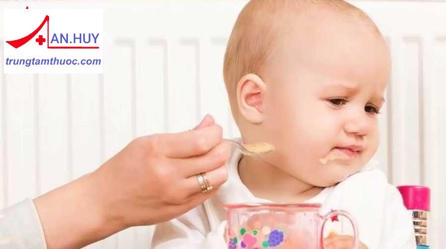 Dấu hiệu trẻ biếng ăn
